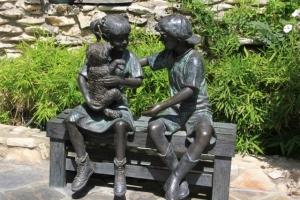 boy girl bench puppy (640x427) (2)