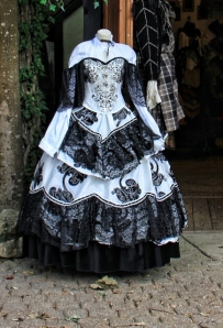 black and white gown (435x640)