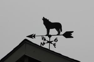 wolf weathervane (640x427)