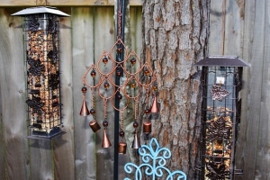 close up of blue and silver wind chimes sunset 002 (640x427)
