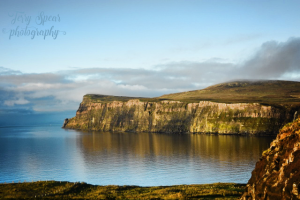 isle-of-skye-cliffs-reflected-in-water-640x427